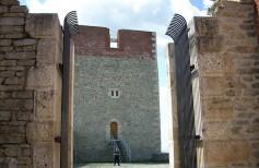 Medvedgrad - pogled prema južnoj kuli iz grada