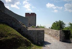 Medvedgrad - town entrance